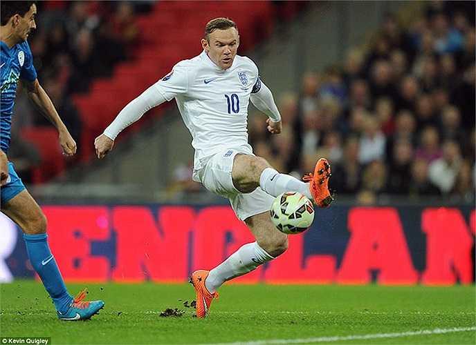 Sau nghi lễ trước giờ, Rooney thi đấu rất tích cực