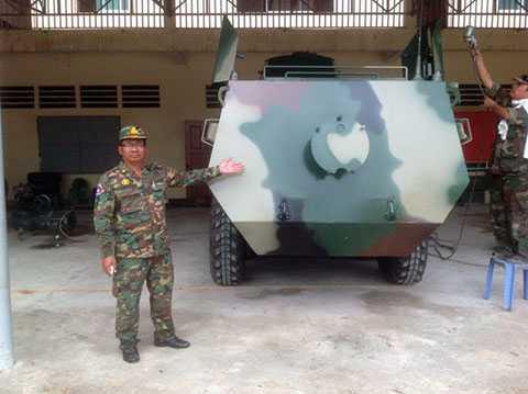 """Đại tướng quân """"Hai lúa"""", Campuchia, Việt Nam, xe bọc thép"""