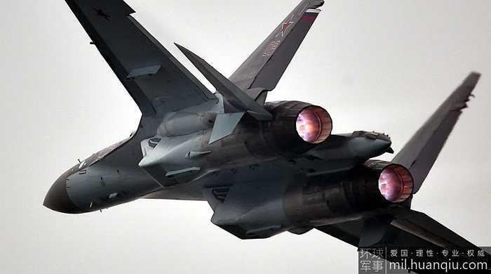 Su-35 được trang bị hệ thống động cơ hiện đại với khả năng điều hướng vecto