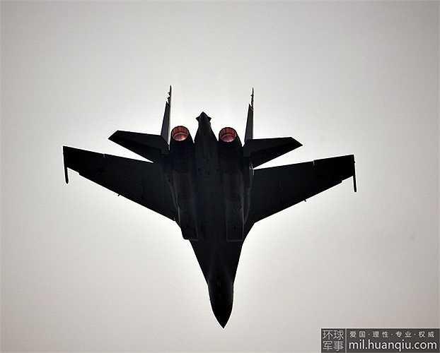 Loạt ảnh Su-35 thế hệ 4++ của Nga tại triển lãm hàng không Chu Hải, Trung Quốc