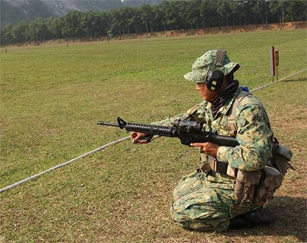 Bắn súng cạc-bin, một trong những nội dung được coi là thế mạnh của đội tuyển bắn súng Quân đội Việt Nam. Các xạ thủ của nước chủ nhà đang tích cực luyện tập chuẩn bị cho ngày khai cuộc. (Theo QĐND)