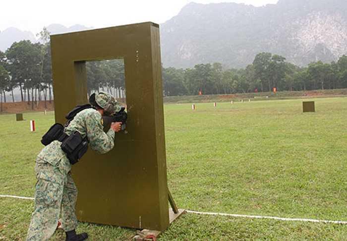 Trên cơ sở kế hoạch luyện tập của Ban tổ chức, đội tuyển bắn súng Quân đội Xin-ga-po đã tổ chức luyện tập rất nghiêm túc để nhanh chóng bắt nhịp với điều kiện thao trường và khí hậu Việt Nam, chuẩn bị bước vào thi đấu... (Theo QĐND)