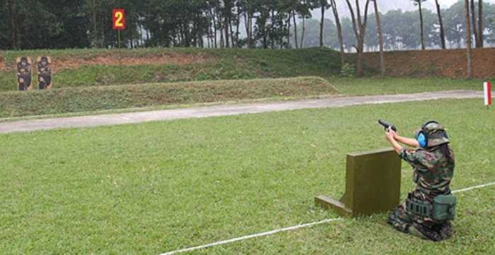 Cùng với các xạ thủ nam, các nữ tuyển thủ của Quân đội các nước ASEAN cũng miệt mài 'đổ mồ hôi' trên thao trường để đem về kết quả tốt nhất nhất cho đội mình. (Theo QĐND)
