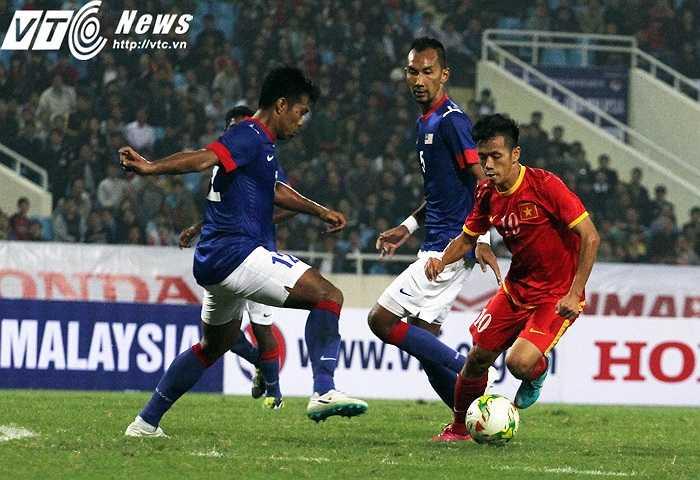Văn Quyết là cầu thủ Việt Nam chơi hay nhất ở trận này. (Ảnh: Nhạc Dương)