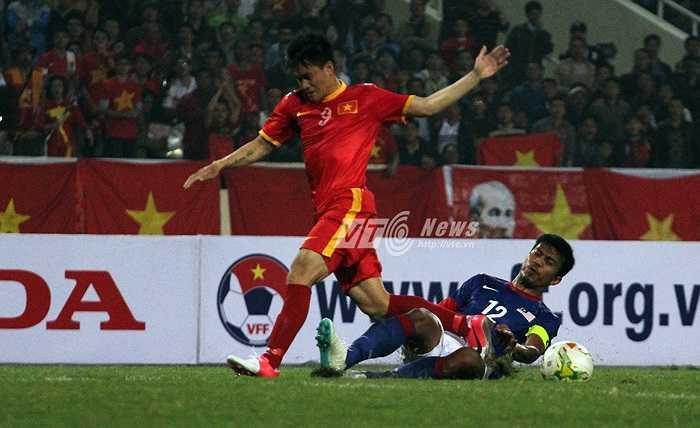 Công Vinh vào sân ở cuối hiệp 2. Đã hơn 2 tháng, anh chưa ghi bàn cho tuyển Việt Nam. (Ảnh: Nhạc Dương)