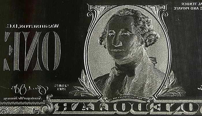 Bản kẽm khắc hình Tổng thống George Washington chuẩn bị cho quá trình in tiền bên trong nhà máy của Cục chạm khắc và in ấn Mỹ