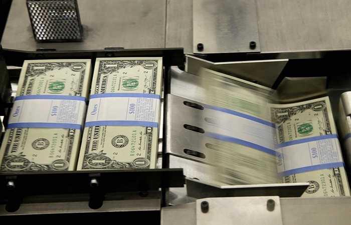 Các tệp 100 tờ 1 USD được đóng gói cẩn thận