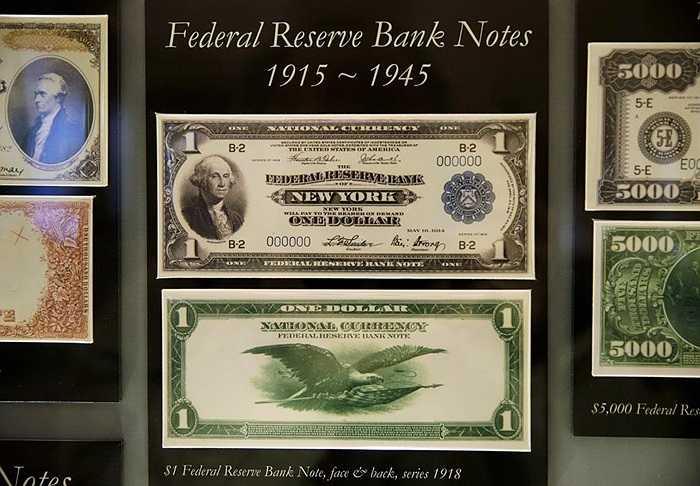 Các phiên bản 1 USD trước đây được lưu trữ tại Cục chạm khắc và in ấn Mỹ