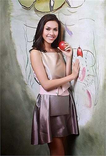 Cô cũng là đại diện của Việt Nam tham dự cuộc thi Hoa hậu Hoàn vũ ngay trong năm 2010.