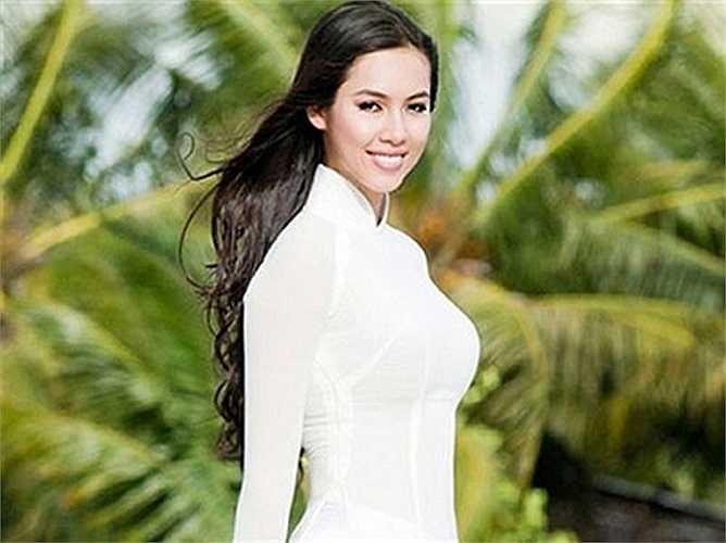 Hoàng My thực hiện chương trình Khám phá Việt Nam cùng đầu bếp nổi tiếng Martin Yan giới thiệu cảnh sắc, con người, văn hoá, ẩm thực Việt Nam với thế giới trên kênh Star World.