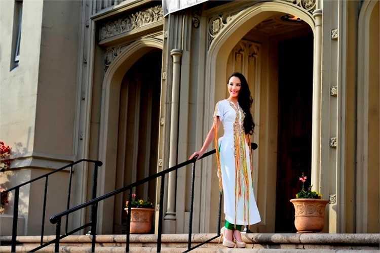 Xuân Thảo được biết đến vào năm 2007 (lúc đó mới chỉ 15 tuổi) khi đến New York tham dự cuộc thi người mẫu IMTA (Hiệp hội người mẫu và tài năng quốc tế).