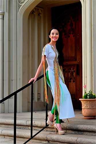 Primmy Trương cũng từng gây sốt khi tham gia diễn xuất trong trailer cho tiểu thuyết Tự sát của nhà văn Vũ Phương Thanh (đóng cặp cùng Isaac trưởng nhóm 365).