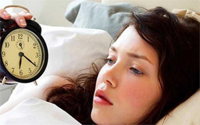 Tắm xong đi ngủ ngay: Độ nóng của nước nóng sẽ khiến nhiệt độ cơ thể tăng nhanh gây ức chế hoạt động của não bộ. Nếu lập tức đi ngủ sau khi tắm, bạn sẽ rất khó chìm sâu vào giấc ngủ. Tốt hơn hết là bạn nên tắm trước khi đi ngủ khoảng 1 – 2 giờ.