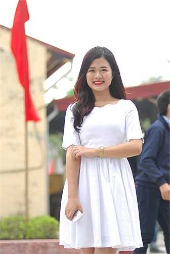 Lan Vân -  cựu học sinh ưu tú của chuyên Nguyễn Trãi