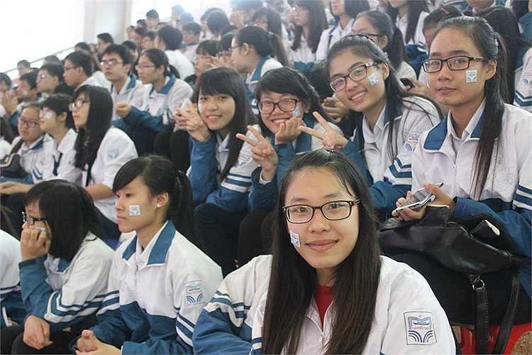 Nét đáng yêu của các nữ sinh chuyên Nguyễn Trãi