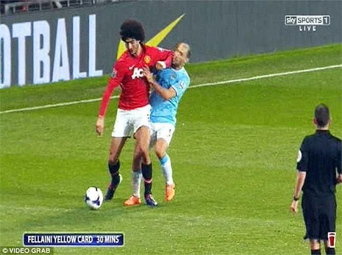 Đây không phải lần đầu tiên tiền vệ tóc xù của Man Utd gây ra những pha va chạm nguy hiểm bằng cùi chỏ