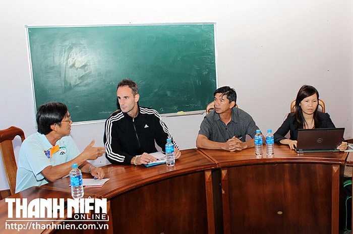 HLV Anthony cho biết, ông từng xem các cầu thủ U19 Việt Nam thi đấu tại giải vô địch châu Á tại Myanamar và trận chung kết với U19 Nhật Bản trên sân Mỹ Đình ở giải U19 Đông Nam Á 2014