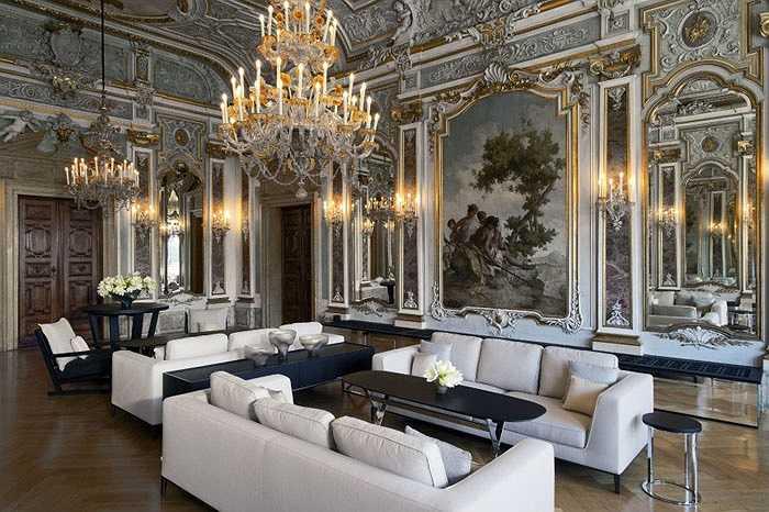 Hệ thống khách sạn, khu nghỉ dưỡng có mặt nhiều nhất tại Pháp, Thổ Nhĩ Kỳ, Hy Lạp, Italya… và được đánh giá là nơi bạn nên đến 'một lần trong đời' là Aman. Đây được cho là thiên đường nghỉ dưỡng với các khu thể thao và dịch vụ spa đẳng cấp với tỉ lệ phục vụ là 4 nhân viên 1 khách.