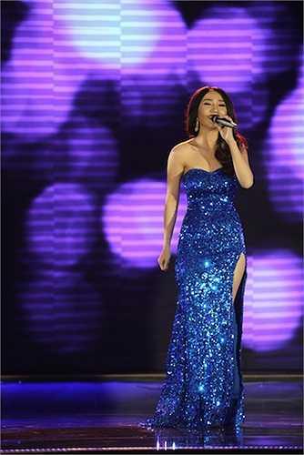 Cao Mỹ Kim diện đầm sequin xẻ cao với ca khúc 'Nếu em được lựa chọn'.