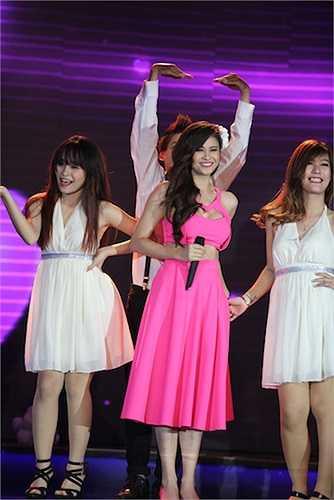 Trương Quỳnh Anh xuất hiện với ca khúc 'Mình yêu nhau đi'.