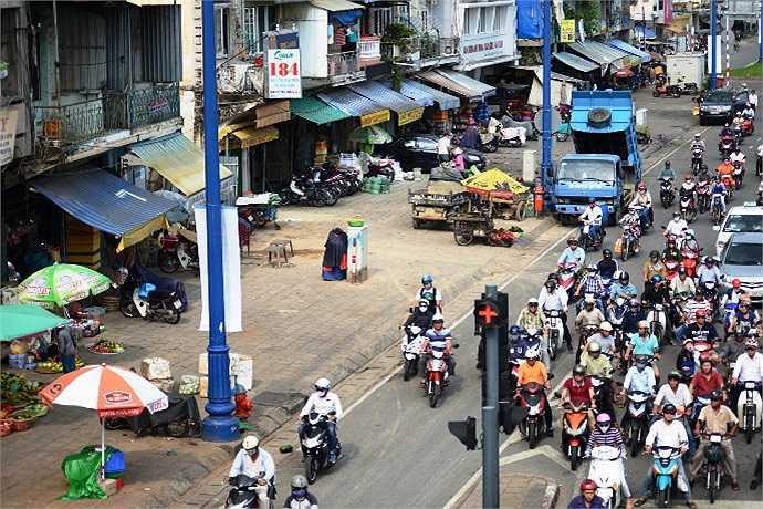 Đại lộ Võ Văn Kiệt - Mai Chí Thọ hay còn được biết nhiều hơn bởi tên gọi là Đại lộ Đông - Tây là một tuyến đường đi qua trung tâm Thành phố Hồ Chí Minh. (Ảnh Quang Hưng)