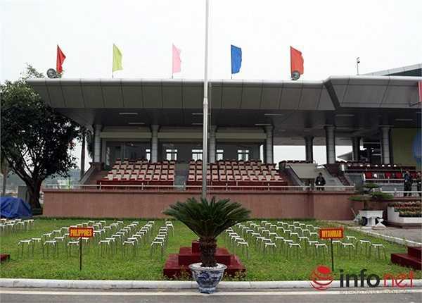 Nằm ở phía Đông núi Rạng thuộc xã Đồng Tâm và xã Thượng Lâm, huyện Mỹ Đức (Hà Nội), Trường bắn Miếu Môn được thành lập vào ngày 2/10/1961 là nơi để Bộ Quốc phòng làm thao trường huấn luyện. (Theo Infonet)