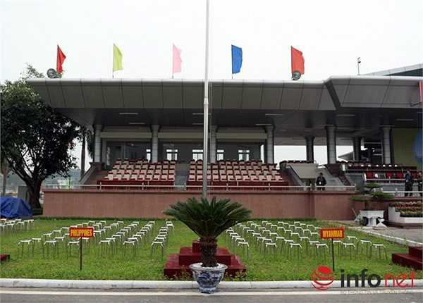 Mỗi quốc gia tham dự được bố trí chỗ ngồi cho các vận động viên, đại biểu ngay trước khán đài. (Theo Infonet)