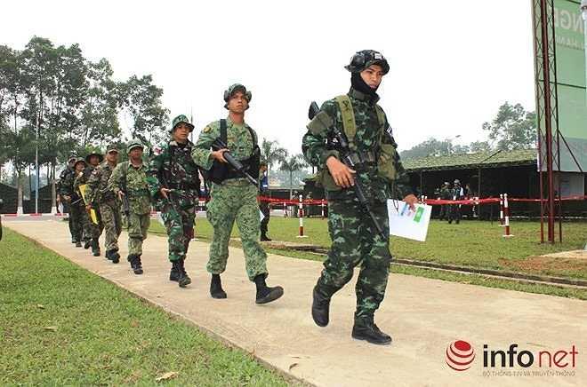 Trong các ngày 15 - 17/11 tại Trường bắn Miếu Môn các xạ thủ quân đội Đông Nam Á đã tiến hành những nội dung bắn tập chuẩn bị cho ngày khai mạc chính thức Giải vào ngày 19/11. (Theo Infonet)