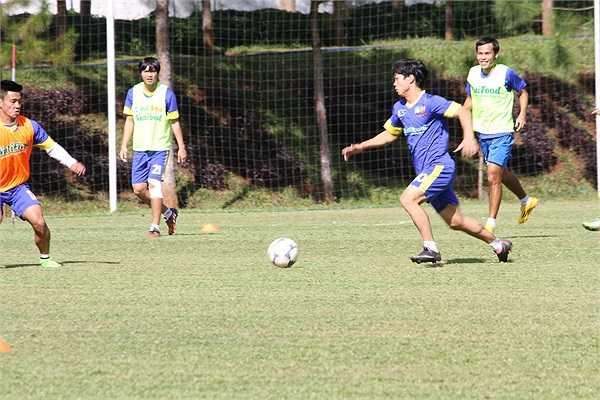 Dưới cái nắng gắt của Pleiku, lứa U19 HAGL vẫn miệt mài tập luyện