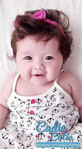 Không tiết lộ về cha đứa bé, nhưng nhiều người nhận thấy Mộc Trà sở hữu những nét đẹp lai tây vô cùng dễ thương.