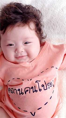 Elly Trần thường xuyên cập nhật hình ảnh con gái lên trang cá nhân.