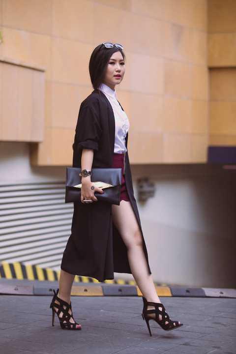 Cách phối đồ của Hương Tràm không quá cao tay nhưng lại rất dễ ứng dụng, phù hợp với những cô nàng có thân hình mũm mĩm và chiều cao khiêm tốn.