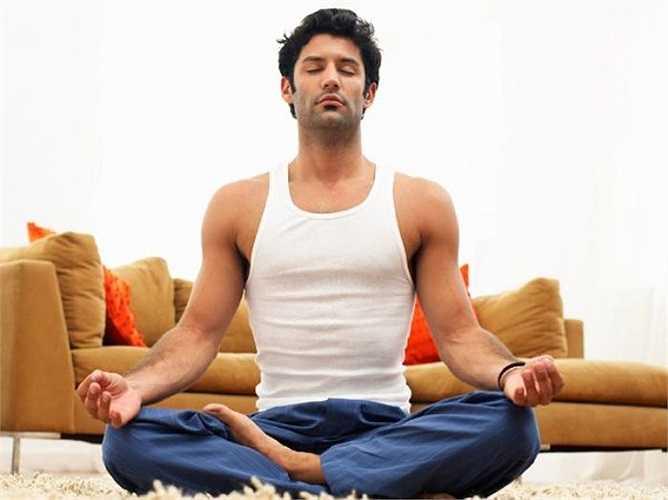 Ngồi thiền: Một cách để đối phó với căng thẳng và giảm đau là thiền định. Các nghiên cứu của Viện Y tế Quốc gia (NIH) ở Mỹ đã phát hiện ra rằng thiền giúp con người đối phó với cơn đau, đặc biệt là đau khớp. Nó cũng giúp làm giảm bớt chứng trầm cảm kèm những cơn đau mãn tính.