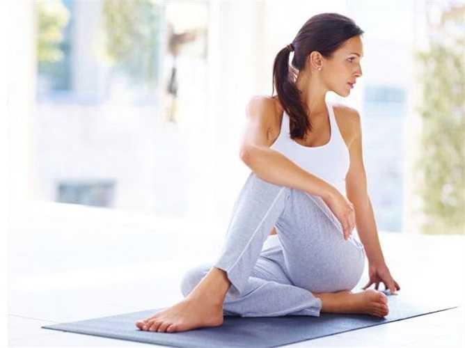 Yoga là một cách tuyệt vời để ngăn ngừa những cơn đau mãn tính. Yoga được chứng minh là làm giảm đau lưng, đau khớp và chứng đau nửa đầu. Ngoài ra Yoga còn giúp giamr căng thăng, cải thiện tình trạng lưu thông của máu và giải phóng endorphins.