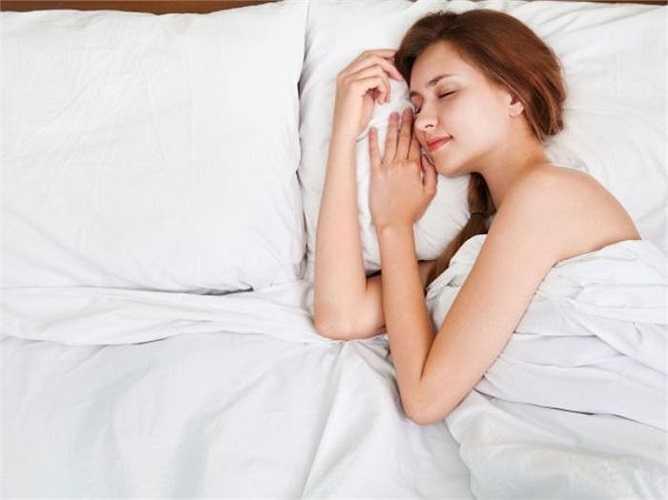 Ngủ đủ giấc rất hữu ích với cơ thể, nó làm giảm những cơn đau của bạn. Các nghiên cứu đã chỉ ra rằng những người ngủ đủ vào ban đêm có khả năng chịu đựng cao hơn rất nhiều đau đớn hơn so với những người không ngủ đủ giấc.