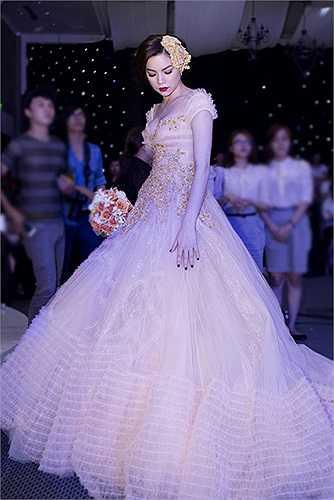 Hồ Ngọc Hà nổi bật khi hóa thân thành cô dâu trong 'Gala nhạc Việt'