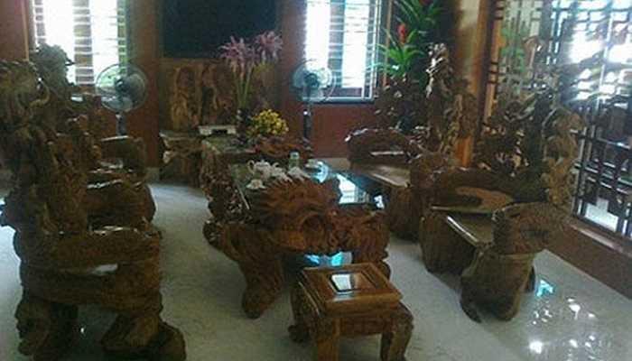Nhiều đại gia Việt thể hiện đẳng cấp bằng việc sở hữu những đồ nội thất bằng gỗ siêu đắt đỏ. Những bộ bàn ghế, sập, phản, giường... của họ có khi lên đến hàng tỷ đồng. Bộ bàn ghế làm bằng gỗ ngọc am ở Tuyên Quang, có giá 10 tỷ đồng thuộc sở hữu của một đại gia trong ngành lâm sản, khoáng sản.