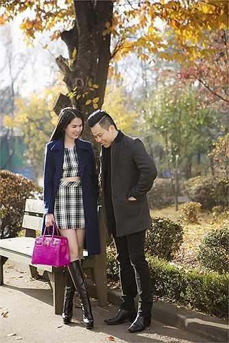 Ngọc Trinh tình tứ bên ông bầu Vũ Khắc Tiệp trong chuyến sang Hàn Quốc thực hiện hợp đồng quảng cáo.