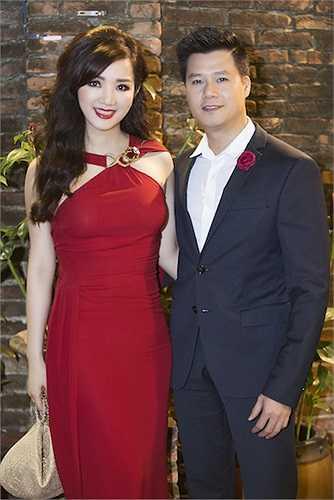 Tại sự kiện, cô đã có dịp hội ngộ với nam ca sỹ Quang Dũng.