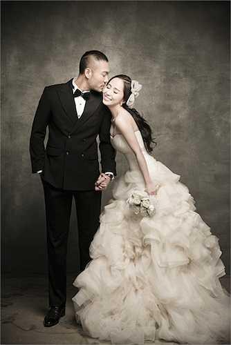 Cùng ngắm thêm những hình ảnh cưới được thực hiện trong studio của Quỳnh Nga và Doãn Tuấn tại Hàn Quốc: