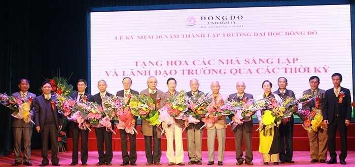 Những nhà giáo của trường được tôn vinh bởi những đóng góp cho sự nghiệp giáo dục trong ngày Nhà giáo Việt Nam