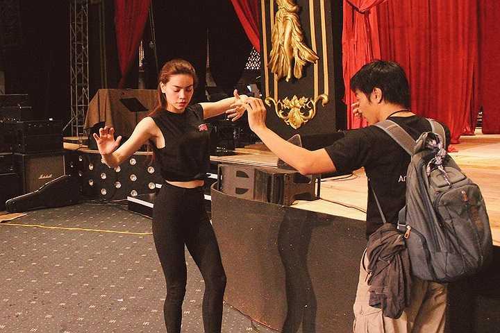 Chính vì thế, Hà Hồ đã mời NSƯT Thành Lộc hỗ trợ cô về phần diễn xuất trong chương trình dù anh đang bận rộn với lịch hoạt động dày đặc của mình.
