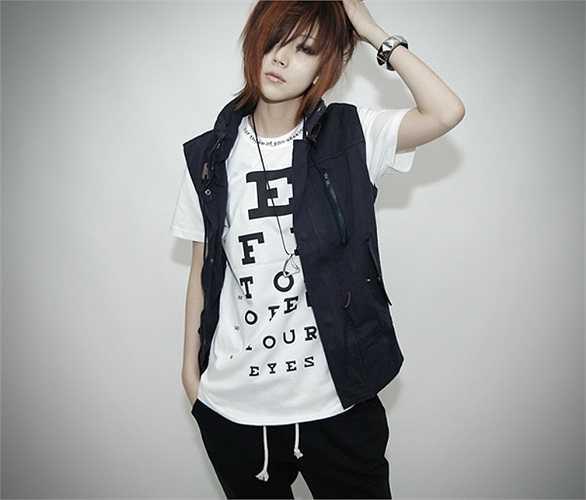 Park Young Hee sở hữu chiều cao cực kỳ lý tưởng 1m72. Với phong cách ăn mặc nam tính, khuôn mặt đẹp, không ít lần cô bạn khiến các fan nữ xao xuyến.