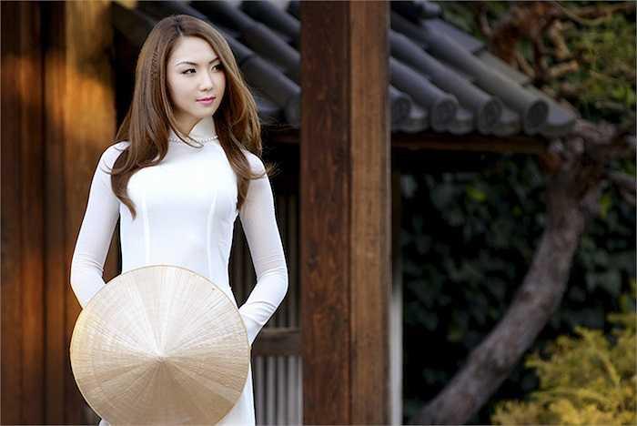 Người đẹp gốc Việt vô cùng xinh đẹp với trang phục truyền thống.