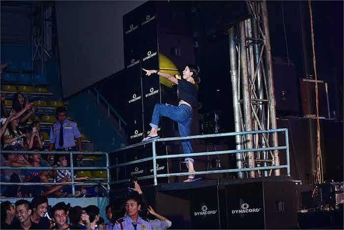 Trang Khàn vô cùng nhiệt tình với các fan.