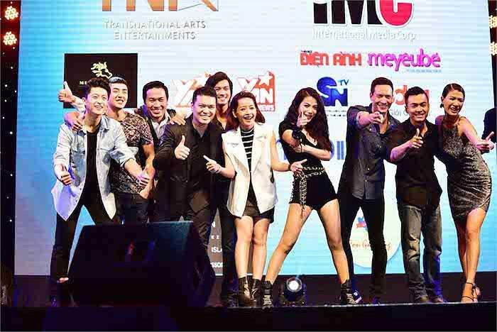 Ê-kip phim 'Hương Ga' đã đem đến cho khán giả một đêm diễn sôi động, ý nghĩa.  (Trung Ngạn)