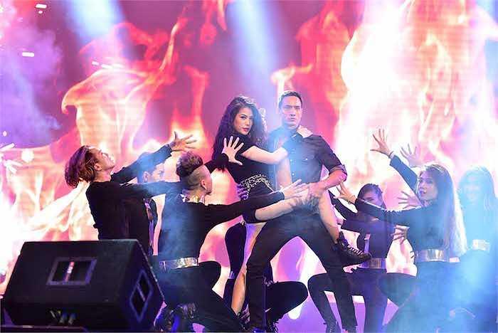 Màn trình diễn của Trương Ngọc Ánh được các fan nhiệt tình ủng hộ.