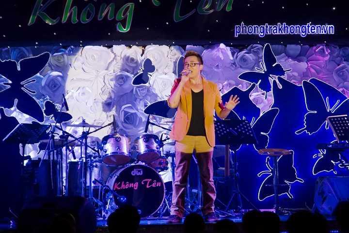 Đông đảo nghệ sỹ Việt hội ngộ trong đêm nhạc Tình nghệ sỹ để vận động quyên góp, ủng hộ, tiếp sức cho các nghệ sỹ nghèo đang gặp khó khăn.