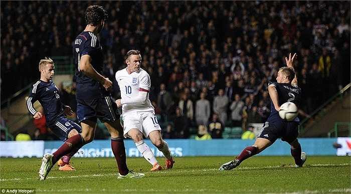 Trên đà hưng phấn, đội quân của HLV Roy Hodgson tiếp tục dồn ép và họ tiếp tục có bàn nhân đôi cách biệt ở đầu hiệp 2. Rooney là chủ nhân của pha lập công ở phút 47.