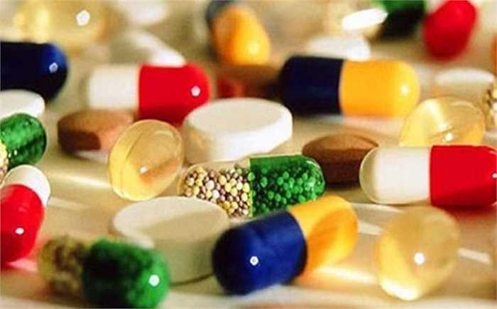 Dùng thuốc tùy tiện: Theo nghiên cứu của BV Nhi trung ương thì có đến 44% bà mẹ tự mua thuốc cho con uống mà không cần kê đơn của bác sĩ. Việc tùy tiện dùng thuốc khi chưa có chỉ định là rất nguy hiểm, gây hại cho sức khỏe của trẻ.